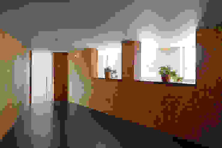 アトリエ スピノザ Oficinas de estilo asiático Madera Marrón