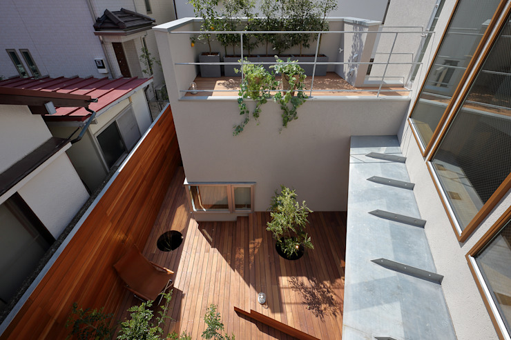 アトリエ スピノザ Balcones y terrazas de estilo asiático Madera Acabado en madera