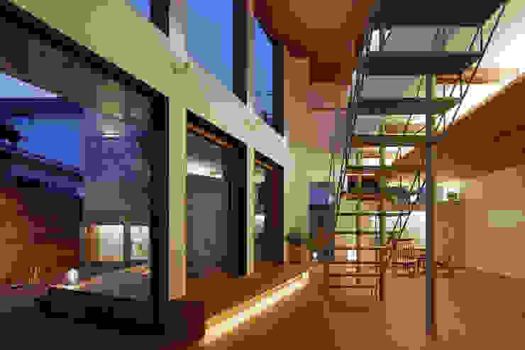 アトリエ スピノザ Salas de estilo moderno Madera Acabado en madera