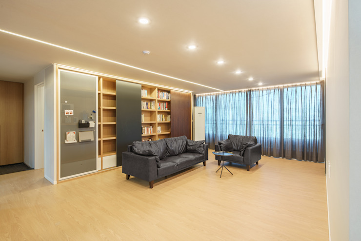 Modern Living Room by ARA Modern
