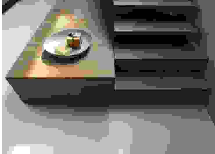 Minimalist corridor, hallway & stairs by MULTIPL-X Minimalist Bamboo Green