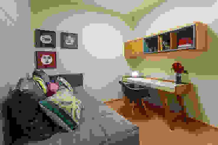 Home Office Botti Arquitetura e Interiores-Natália Botelho Escritórios modernos MDF Bege