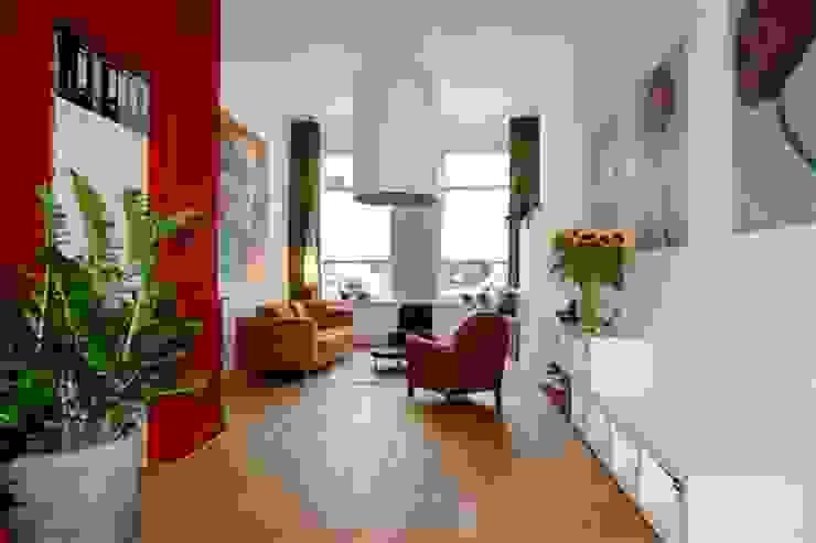 Sfeer door kleur. Ien Interieurontwerp Advies Projectbegeleiding Moderne woonkamers Rood
