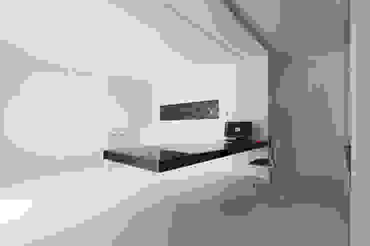 STUDIO HOME Bureau minimaliste par COTTONE+INDELICATO ARCHITETTI Minimaliste