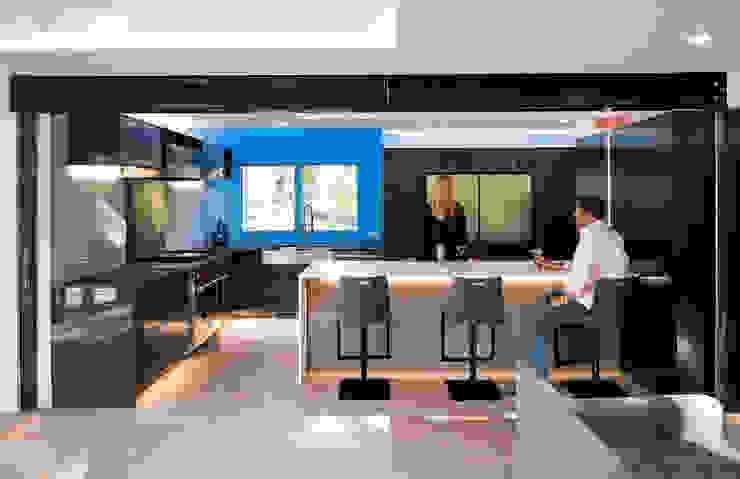 Cache House Modern Kitchen by KUBE architecture Modern