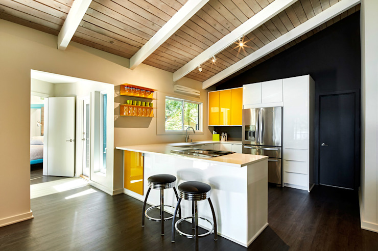 Kitchen by KUBE Architecture, Modern
