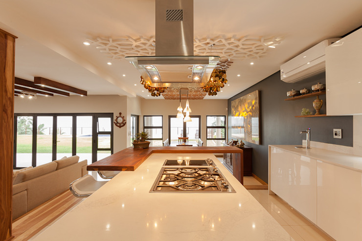 House Naidoo:  Kitchen by Redesign Interiors, Modern