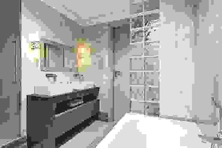 ห้องน้ำ โดย Дизайн студия Алёны Чекалиной,