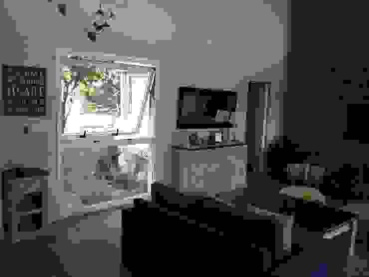Ampliacion Living y Oficina HOME OFFICE Livings modernos: Ideas, imágenes y decoración de LOSADA ARQUITECTURA Moderno Madera Acabado en madera