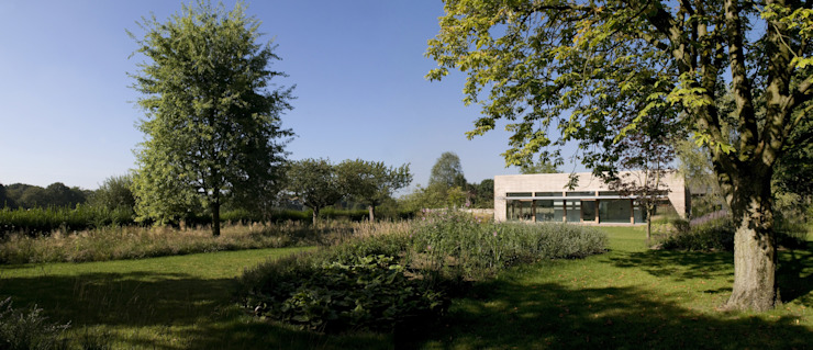 Woonhuis P Moderne tuinen van WillemsenU Modern