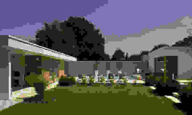 Het Witte Huis Moderne tuinen van WillemsenU Modern