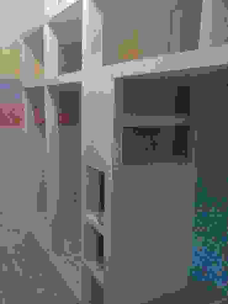 Guarda Fato em Pladur por CONSTRUTEC Remodelações Moderno Madeira Acabamento em madeira