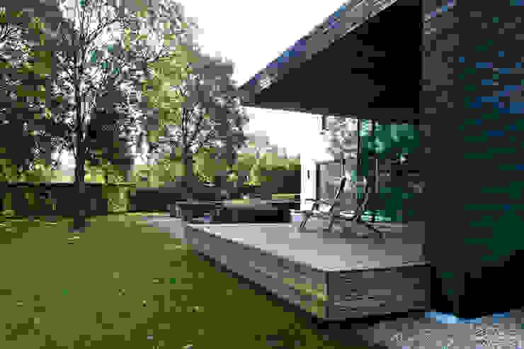 Terrace by WillemsenU , Modern
