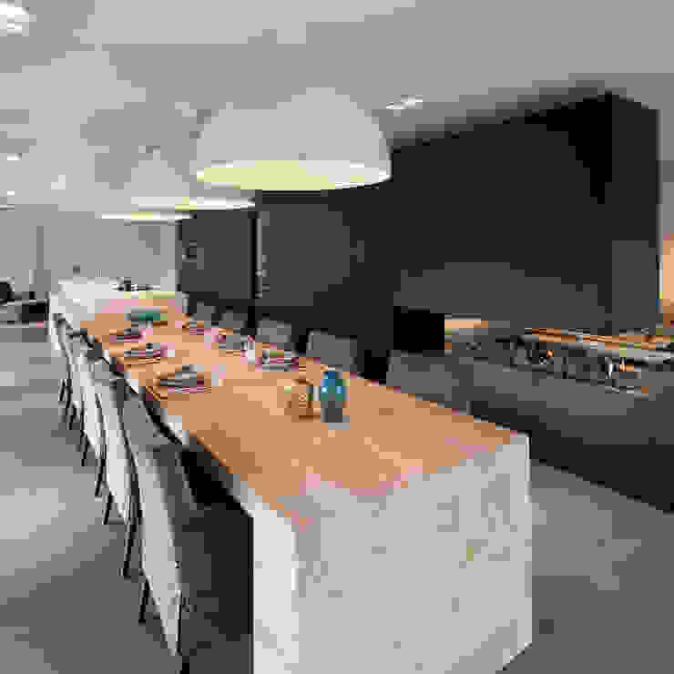 Modern style kitchen by WillemsenU Modern