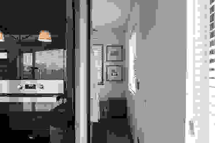 NATURALLY Modern Bedroom by 璞碩室內裝修設計工程有限公司 Modern Glass