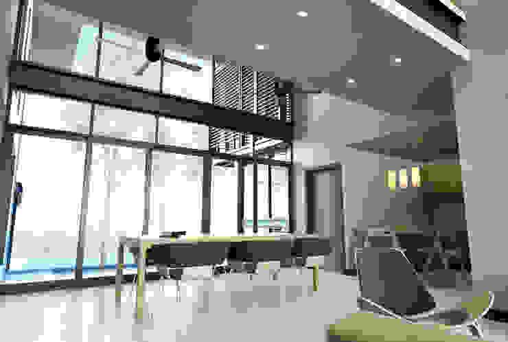 ทัศนียภาพภายใน ทานอาหาร ห้องโถงทางเดินและบันไดสมัยใหม่ โดย LEVEL ARCHITECT โมเดิร์น