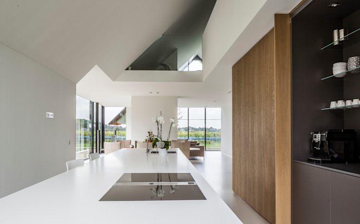 Modern Kitchen by Maas Architecten Modern