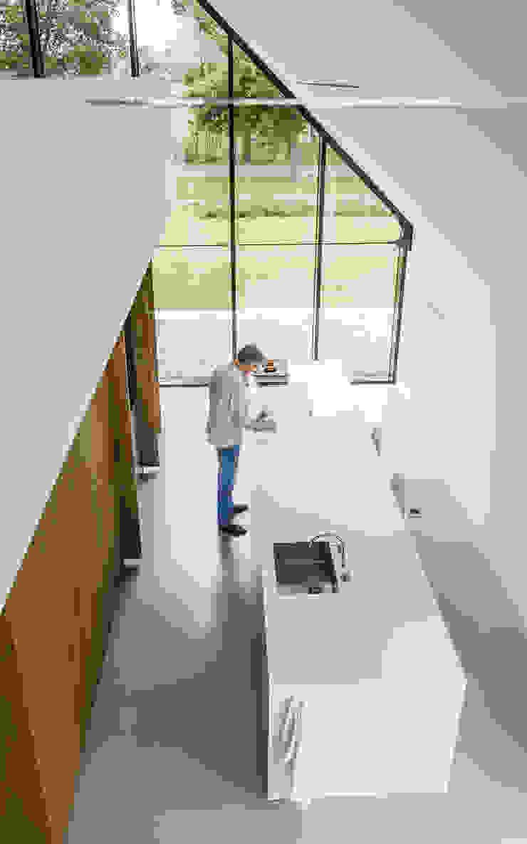 WOONHUIS BERLICUM Moderne keukens van Maas Architecten Modern
