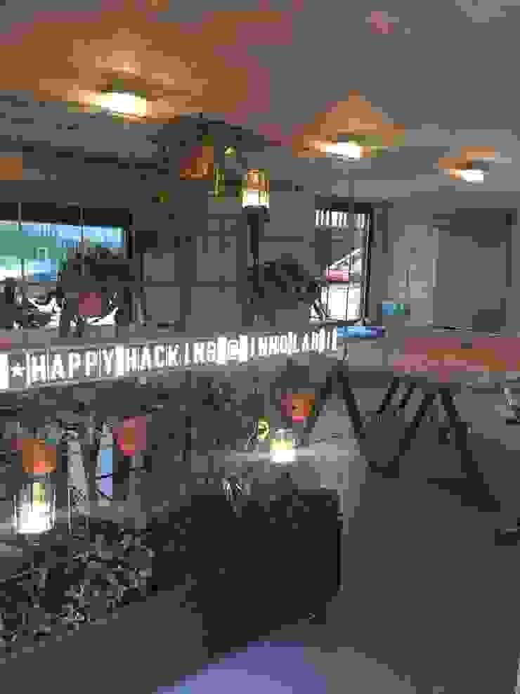 Innovation Lab greenwall roomdivider Industriële kantoorgebouwen van Studio Mind Industrieel Hout Hout