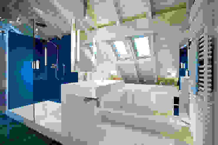 Baños modernos de raum.4 - Die Meisterdesigner Moderno