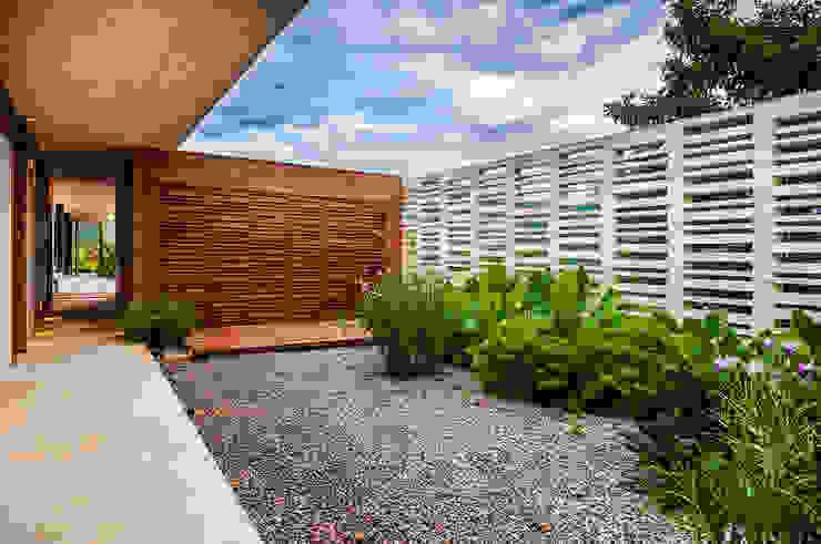 Jardín Jardines de estilo moderno de Arquitectura en Estudio Moderno Madera Acabado en madera
