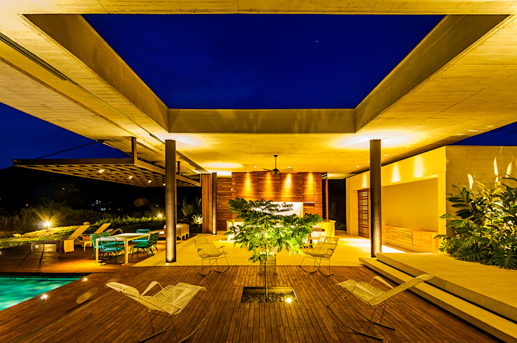 Ruang Keluarga Modern Oleh Arquitectura en Estudio Modern Beton