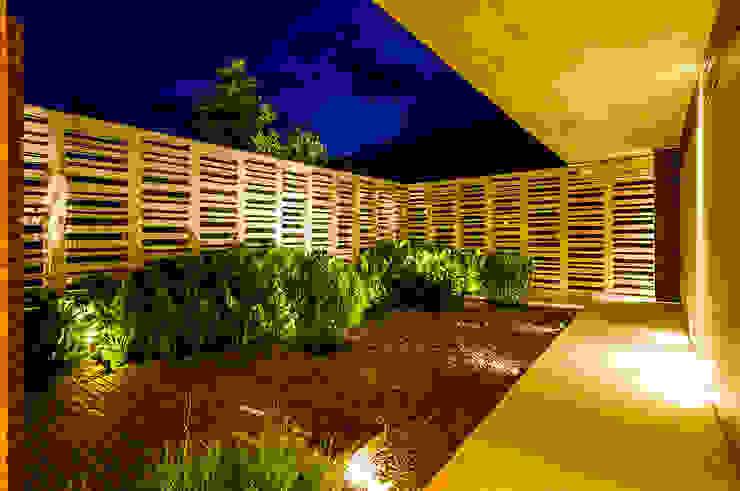 Jardín: Jardines de estilo  por Arquitectura en Estudio, Moderno Concreto