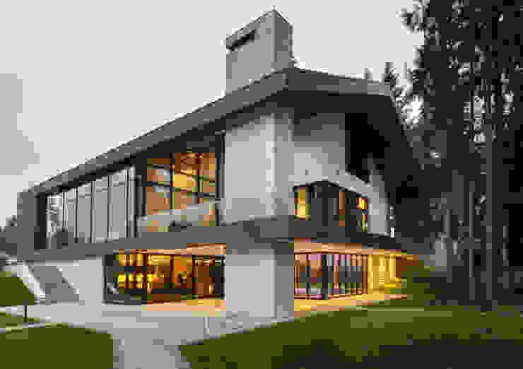 Интерьер дома в Репино Балкон и терраса в стиле модерн от Студия дизайна интерьера в Москве 'Юдин и Новиков' Модерн
