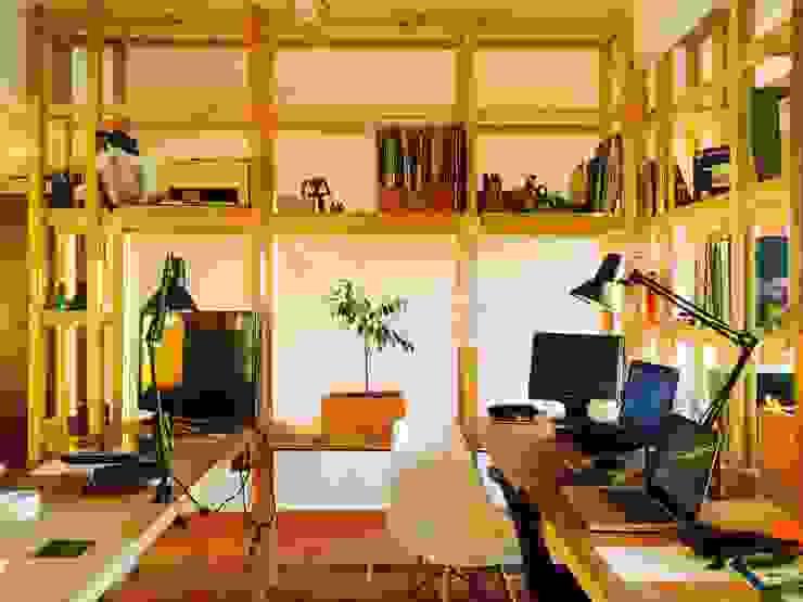Modulos de trabajo_Oficinas Taller Independiente Arquitectura & Construccion Oficinas y bibliotecas de estilo moderno de Taller Independiente - Arquitectura & Diseño Moderno Madera Acabado en madera