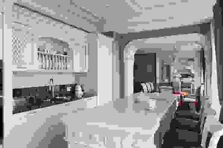 Classic style kitchen by Студия дизайна интерьера в Москве 'Юдин и Новиков' Classic