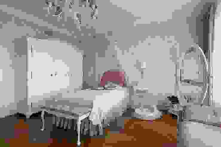 Dormitorios de estilo clásico de Студия дизайна интерьера в Москве 'Юдин и Новиков' Clásico