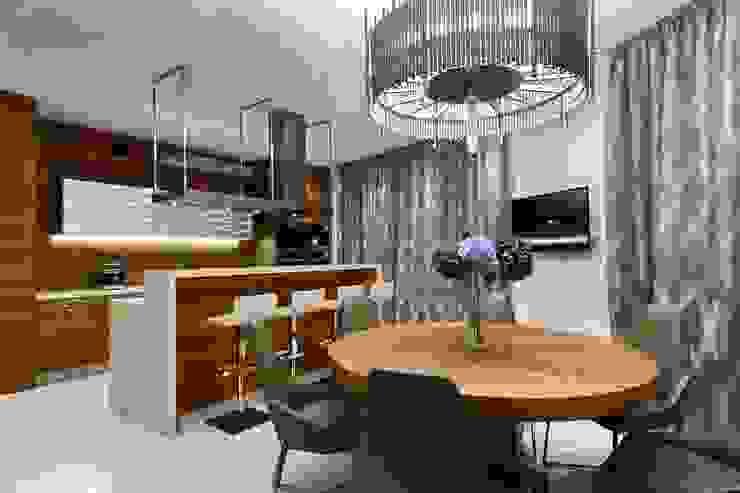 Cocinas de estilo moderno de Студия дизайна интерьера в Москве 'Юдин и Новиков' Moderno