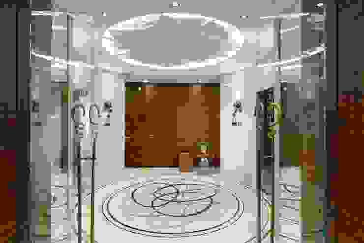 Pasillos, vestíbulos y escaleras modernos de Студия дизайна интерьера в Москве 'Юдин и Новиков' Moderno
