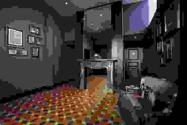 Moderne Esszimmer von Студия дизайна интерьера в Москве 'Юдин и Новиков' Modern