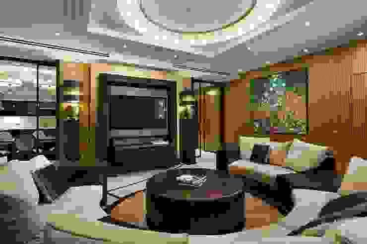 Salones de estilo moderno de Студия дизайна интерьера в Москве 'Юдин и Новиков' Moderno