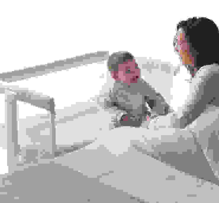Berço com rodas de dia, na cama da mãe á noite...!! por o quarto dos miúdos Moderno