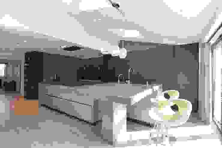 Mr & Mrs Birch Modern kitchen by Diane Berry Kitchens Modern