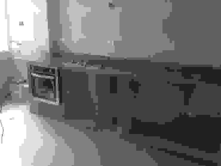 Klassieke keukens van construrem c.j.111 c.a Klassiek Graniet