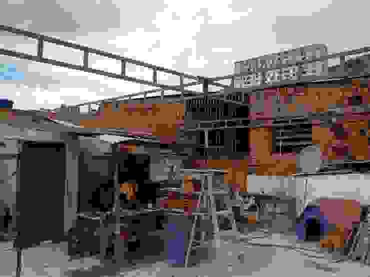 ESTRUCTURA construrem c.j.111 c.a Balcones y terrazas de estilo rústico