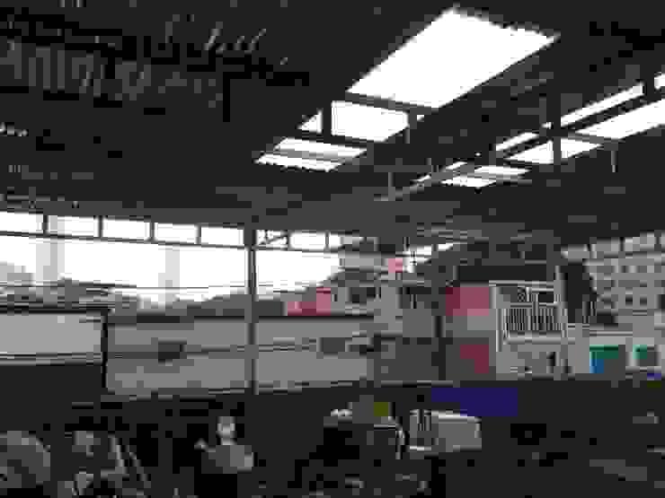 ENTECHADO construrem c.j.111 c.a Balcones y terrazas de estilo rústico