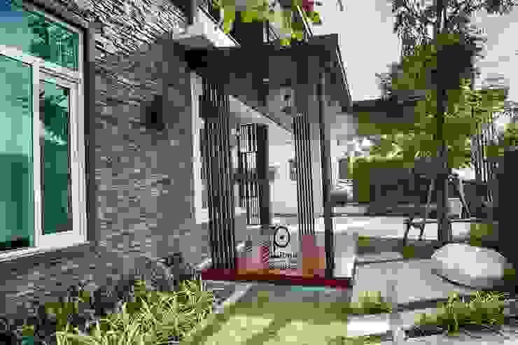 Modern garage/shed by P-lona Modern Iron/Steel