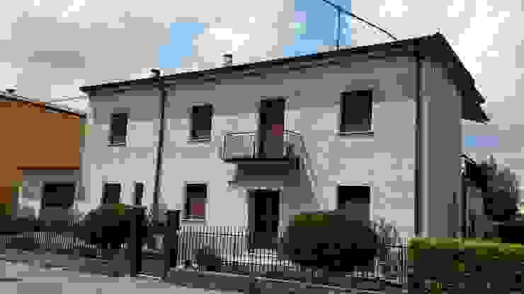 Adami|Zeni Ingegneria e Architettura Rumah Gaya Rustic Batu Bata Grey