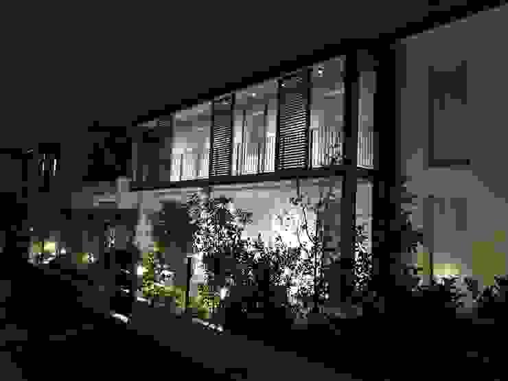 Adami|Zeni Ingegneria e Architettura Rumah Gaya Industrial Besi/Baja Grey
