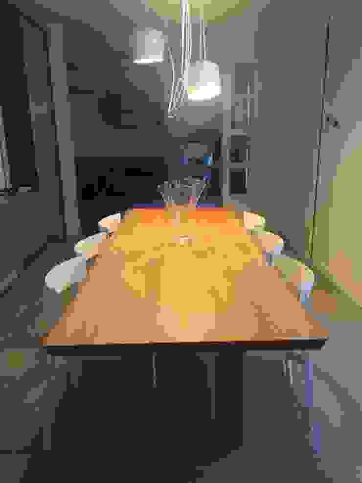 Adami|Zeni Ingegneria e Architettura Dining roomTables Kayu Wood effect