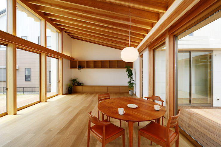 Modern living room by スタジオグラッペリ 1級建築士事務所 / studio grappelli architecture office Modern