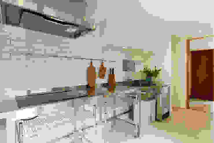 Moderne Küchen von スタジオグラッペリ 1級建築士事務所 / studio grappelli architecture office Modern