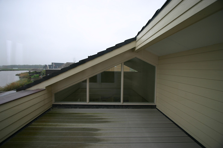 Country style balcony, porch & terrace by buro voor advies en architectuur pieter e. bolhuis Country Wood Wood effect