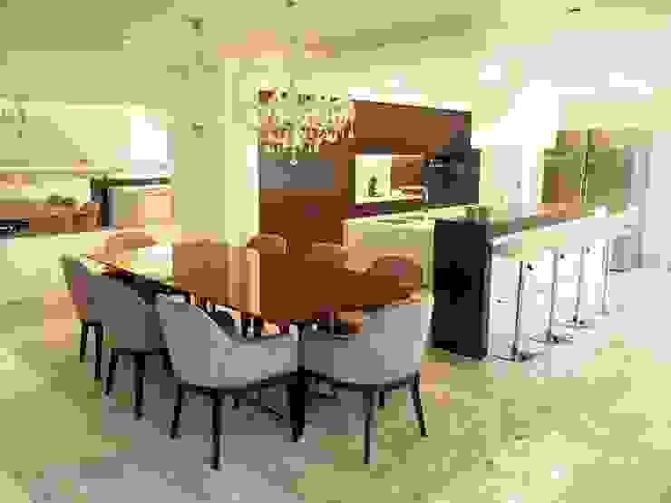 Modern dining room by NOZ-MOSCADA INTERIORES Modern