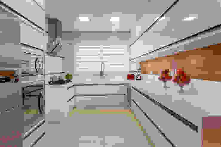 Casa Indaiatuba Cozinhas modernas por Designer de Interiores e Paisagista Iara Kílaris Moderno