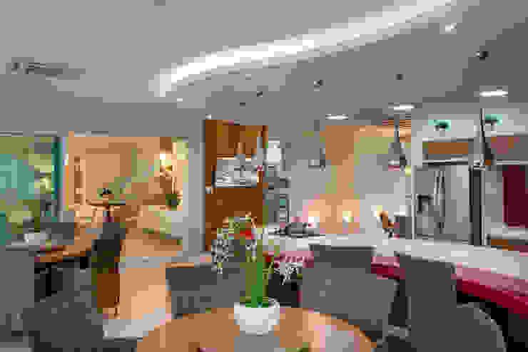 Casa Indaiatuba Cozinhas modernas por Designer de Interiores e Paisagista Iara Kílaris Moderno Mármore